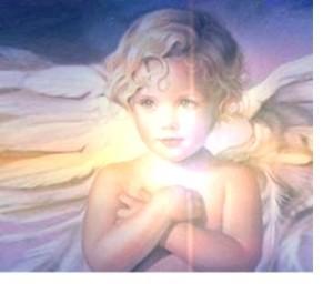 ange mains sur le coeur